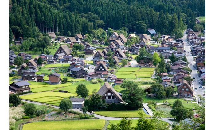 白川郷近景 写真提供:photolibrary