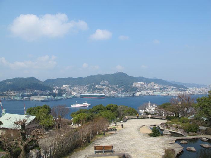 対岸に三菱重工業 長崎造船所が見える