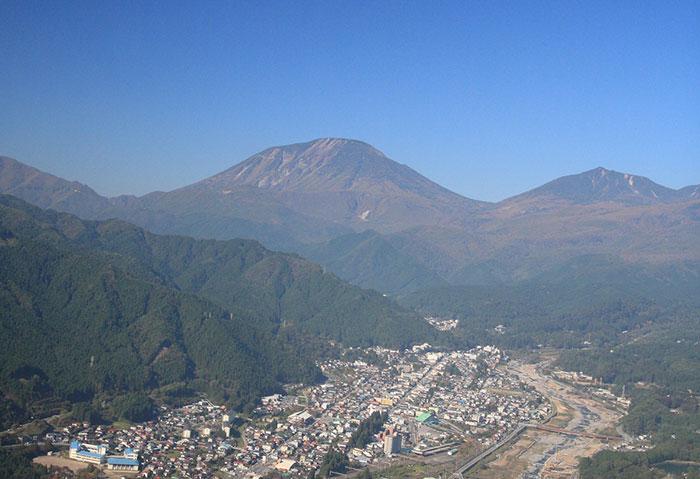 男体山と日光門前町(写真提供:日光市観光協会)