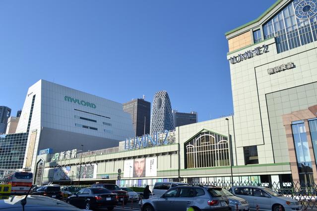 新宿南口(写真提供:photolibrary)