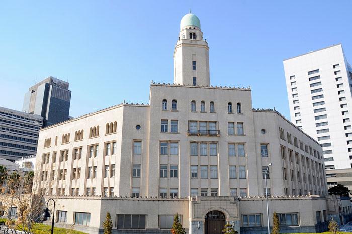 横浜税関(クィーンの塔) 写真提供:横浜観光情報サイト