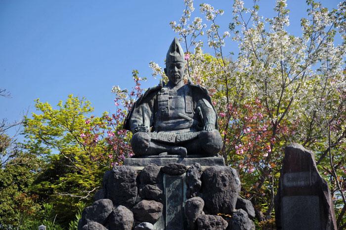 源氏山公園にある源頼朝像(写真提供:鎌倉市観光協会)