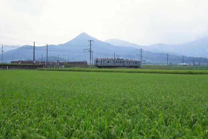 上田駅から別所温泉駅までを結ぶ上田電鉄別所線(写真提供:長野県観光機構)