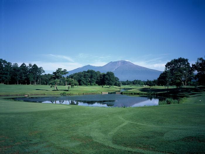 ゴルフ場から見た浅間山(写真提供:軽井沢町役場)