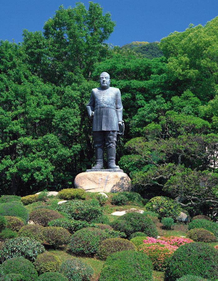 西郷隆盛銅像 (写真提供:公益社団法人 鹿児島県観光連盟)