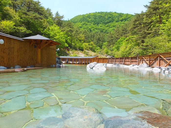 西の河原露天風呂(写真提供:草津温泉観光協会)