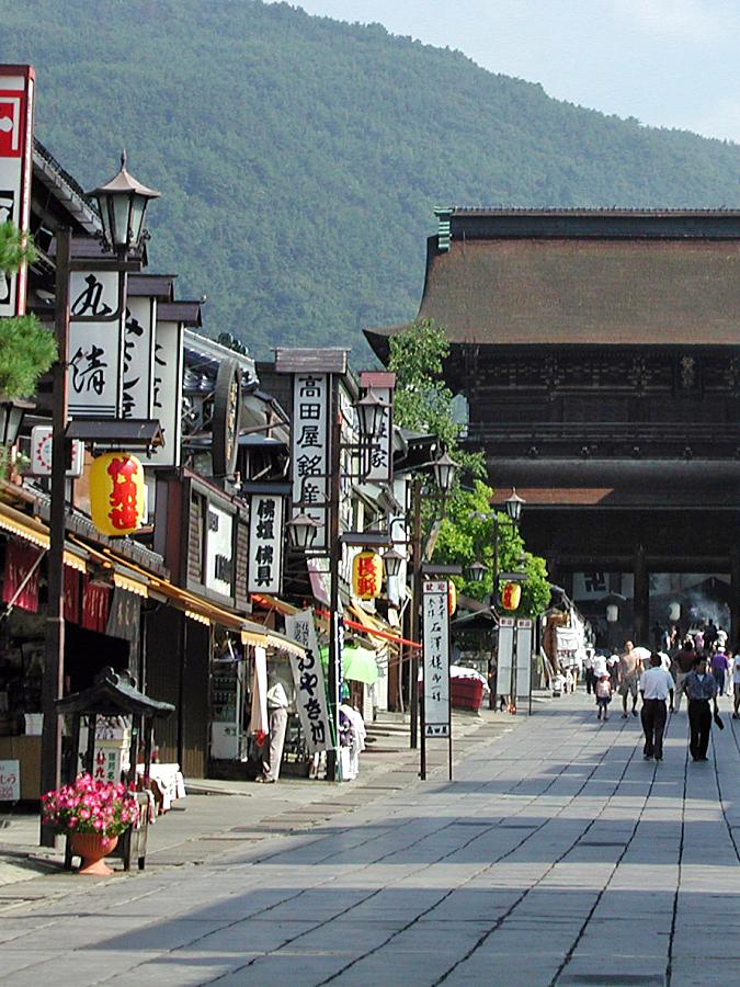 長野 善光寺門前(写真提供:photolibrary)