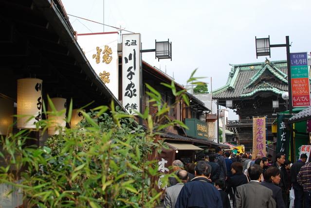 柴又帝釈天参道(写真提供:photolibrary)