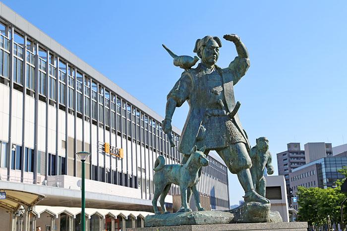 JR岡山駅前の桃太郎像(写真提供:岡山県観光連盟)