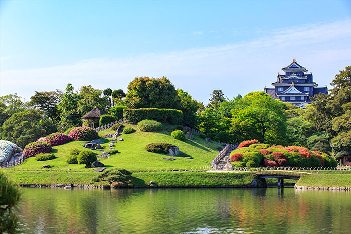 岡山後楽園 奥に岡山城が見える(写真提供:岡山県観光連盟)