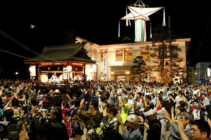 郡上おどり 旧庁舎記念館前(写真提供:岐阜県観光連盟)