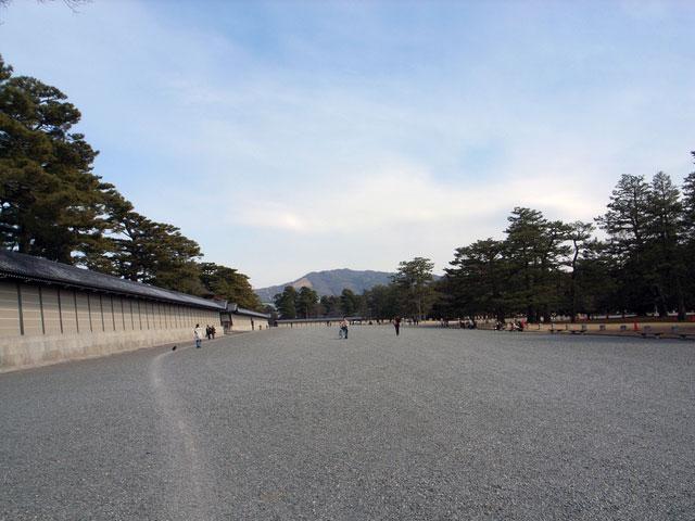 京都御苑 御所の築地塀(写真提供:Photolibrary)