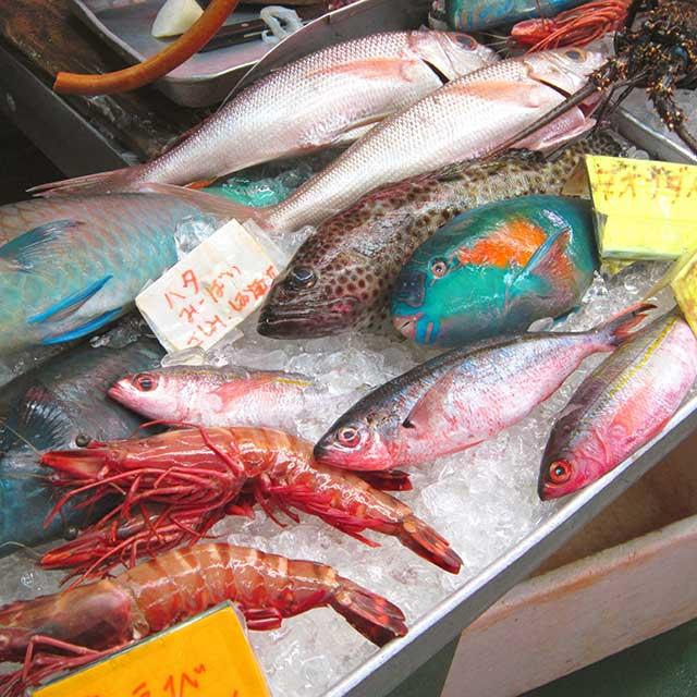 魚販売風景©OCVB
